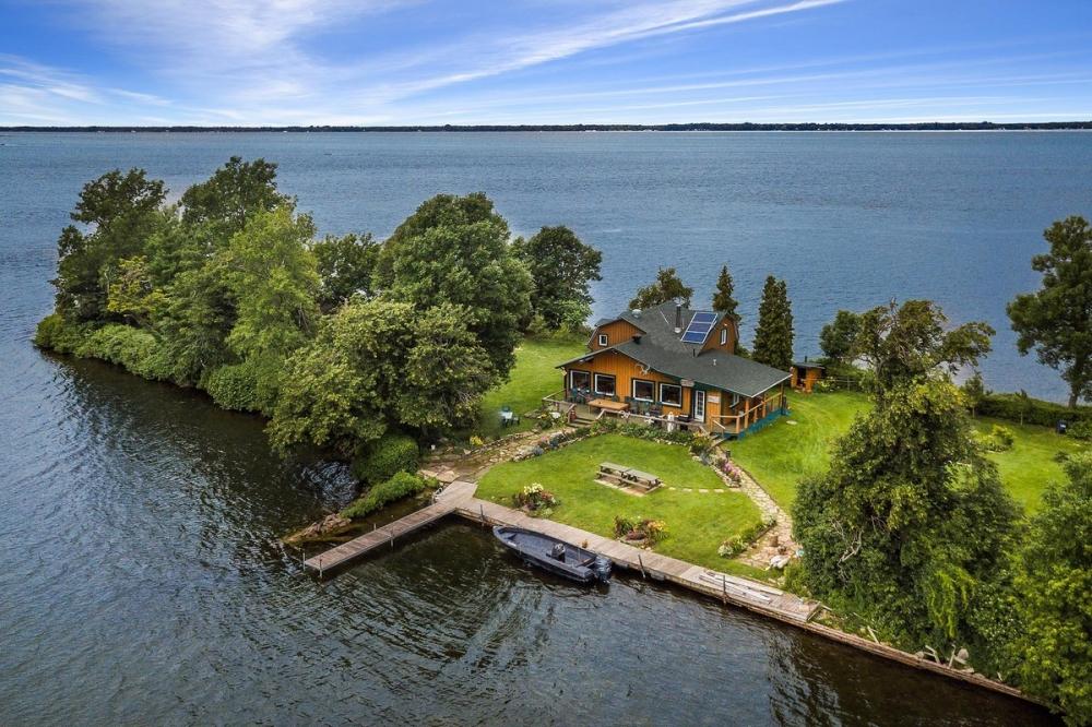 Частный остров в Канаде за 520 000 долларов