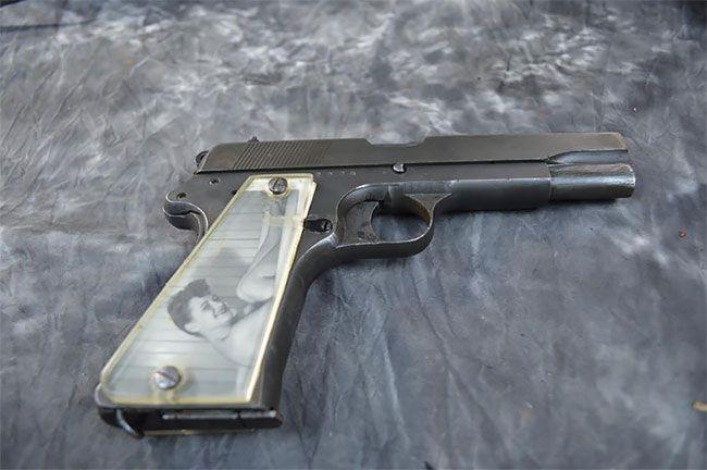Во время Второй мировой солдаты мастерили рукоятки пистолетов с фото родных (13 фото) (11)