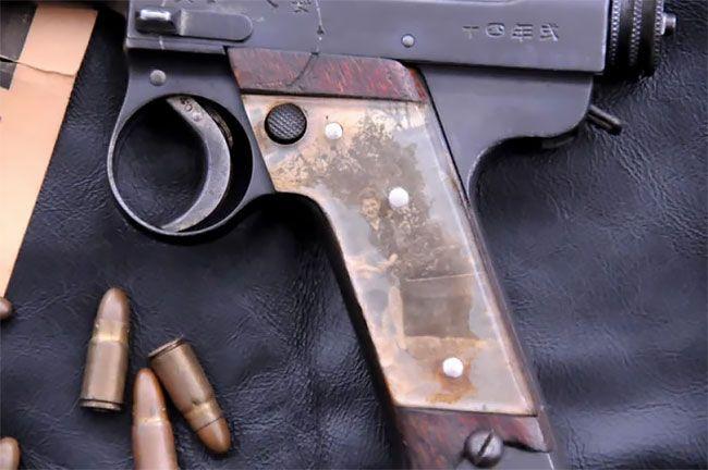 Во время Второй мировой солдаты мастерили рукоятки пистолетов с фото родных (13 фото) (2)