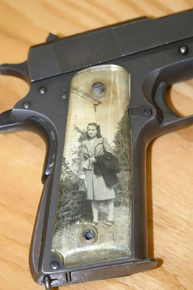 Во время Второй мировой солдаты мастерили рукоятки пистолетов с фото родных (13 фото) (4)