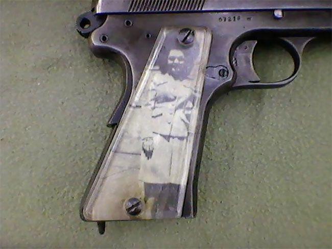 Во время Второй мировой солдаты мастерили рукоятки пистолетов с фото родных (13 фото) (8)