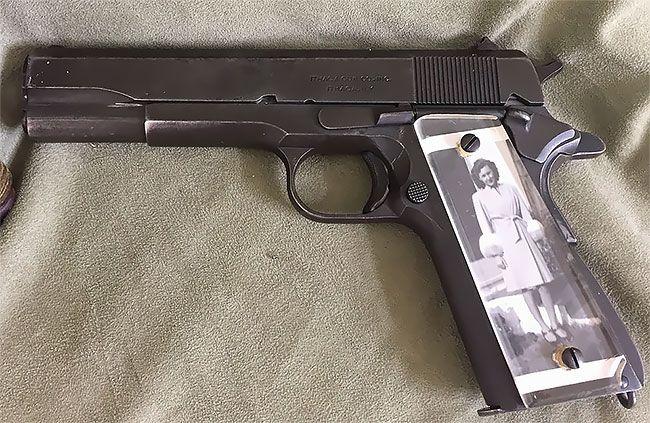 Во время Второй мировой солдаты мастерили рукоятки пистолетов с фото родных (13 фото)