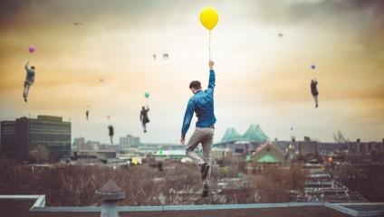 Грезы о будущем: люди с воздушными шарами на фото Клемана Гегана