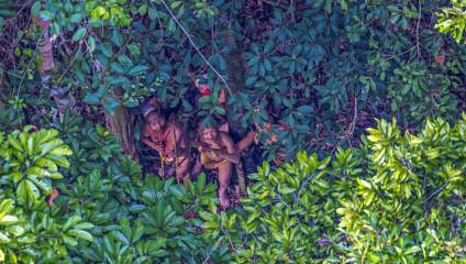 Невероятные фотографии племени из лесов Амазонки, которое не знает о существовании нашей цивилизации