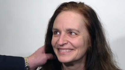 Женщина хотела немного укоротить волосы, но вышла из салона другим человеком