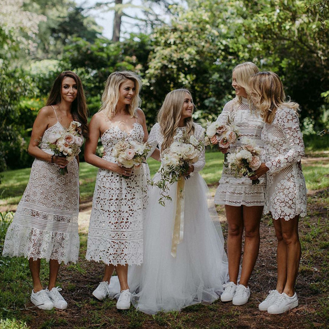 Публикации под хэштегом #weddingsneakers в Instagram