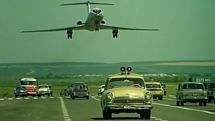 Трюк с экстремальной посадкой самолете в «Невероятных приключениях итальянцев в России»