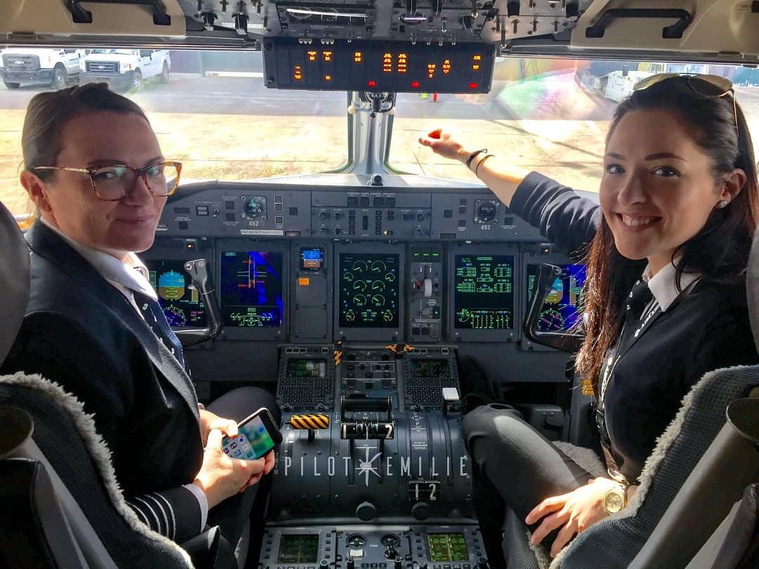 Небесная красота: фотографии девушки-пилота