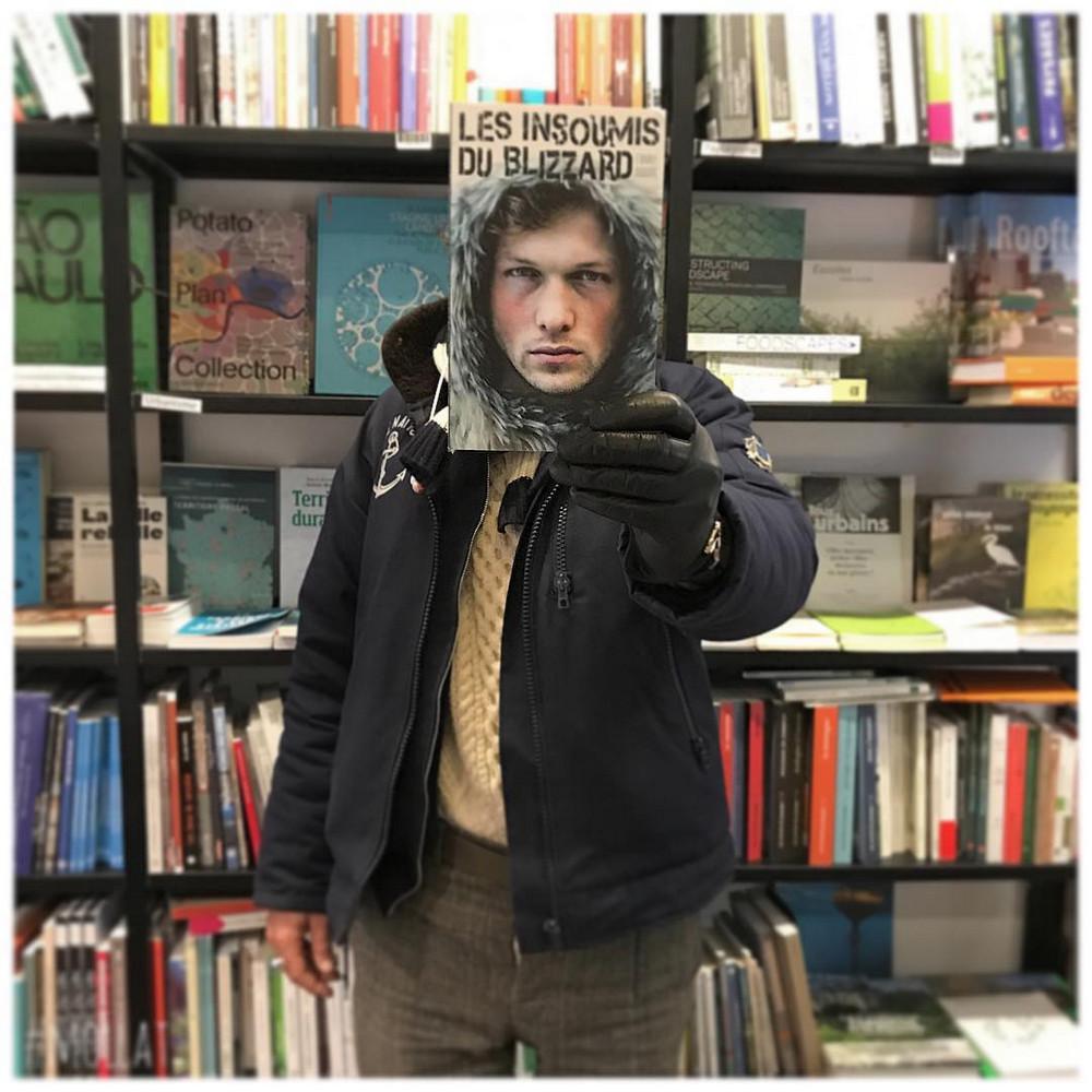 Book_Face_kreativnye_snimki_s_oblozhkami_knig 9