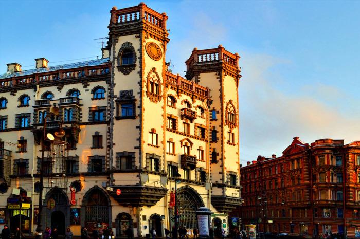Дом с башнями в Питере_ Здание в стиле английских замков_ которое выдержит даже взрыв фугасной бомбы (12)