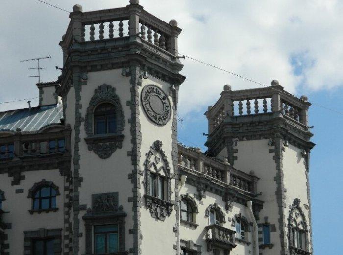 Дом с башнями в Питере_ Здание в стиле английских замков_ которое выдержит даже взрыв фугасной бомбы (3)