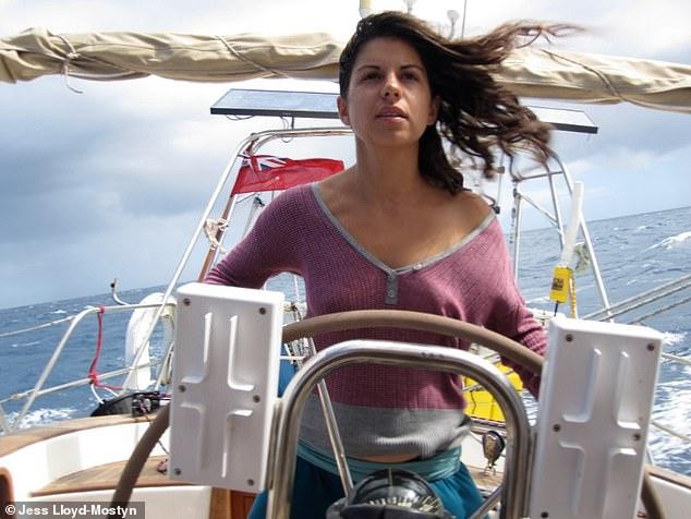 На одной волне_ супруги путешествуют в открытом море уже 8 лет и за это время родили троих детей (3)