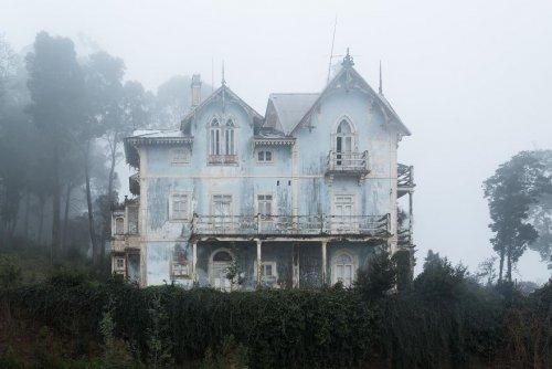 Одни из самых красивых заброшенных мест в мире через объектив фотографа Jahz Design (12 фото) (11)