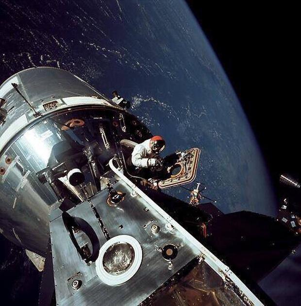 Аполлон 9, открытый космос, 1969 год.