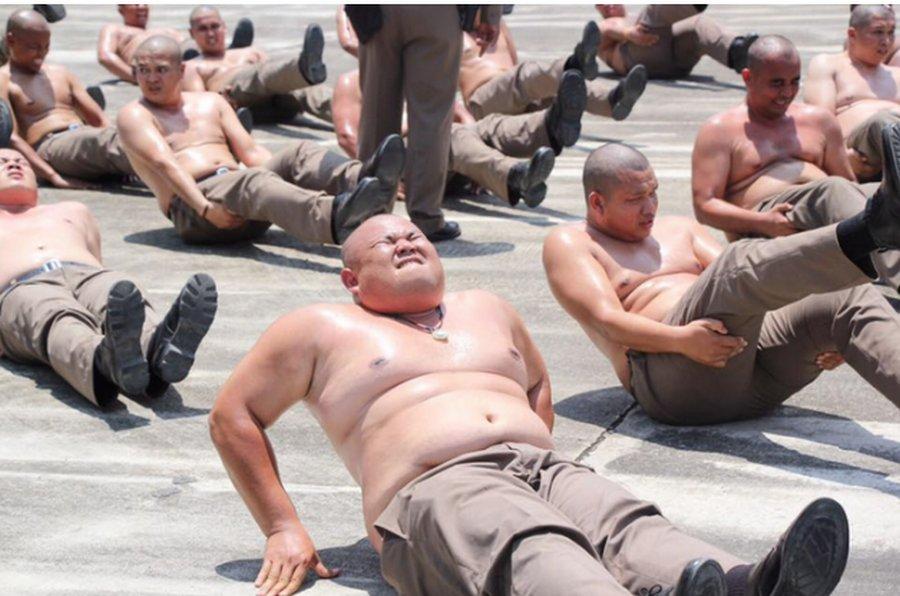 Лагерь в Таиланде для полицейских с лишним весом