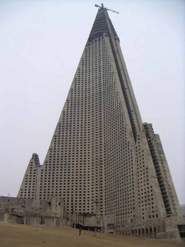 Всемирно известные здания и памятники архитектуры на этапе строительства (20 фото) (4)
