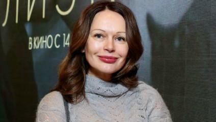 «Лишь бы человек был достойным»: Ирина Безрукова закрутила роман с актером, годящимся ей в сыновья