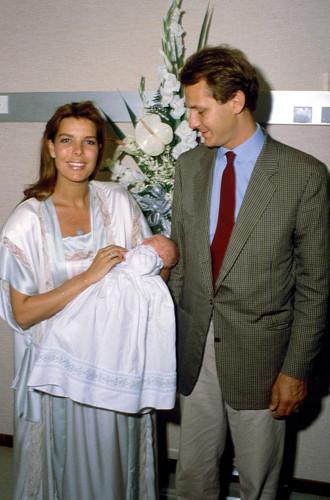 Каролина и Стефано с сыном Пьером, 5 августа 1987 года