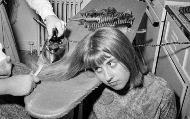 6 печальных снимков, демонстрирующих как непросто было приводить себя в порядок дамам в 20 столетии