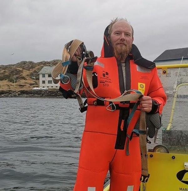 6-norvezhskie-rybaki-snyali-s-beluhi-podves-dlya-kamery-gopro-s-nadpisyu-oborudovanie-sankt-peterburga-7-foto