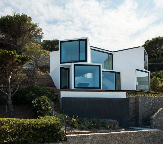 sunflower_house_at_the_mediterranean_sea_coast_01_tumb_660