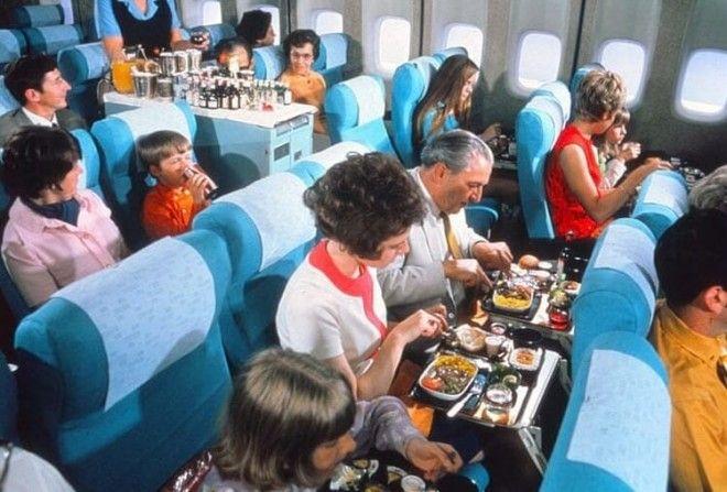 Так потчевали пассажиров в авиалайнерах полвека назад