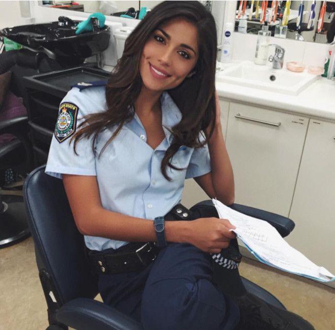 Внешний вид девушек-полицейских из тридцати стран земного шара