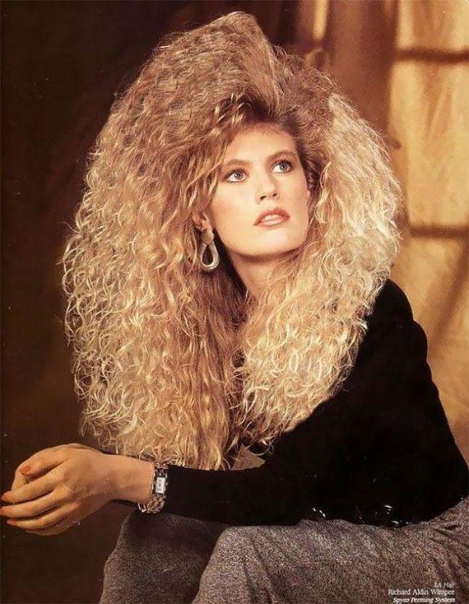 Модные девушки 1980-х с сумасшедшими укладками