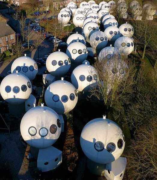 Причудливые шары, которые служат голландцам домами: что у них внутри