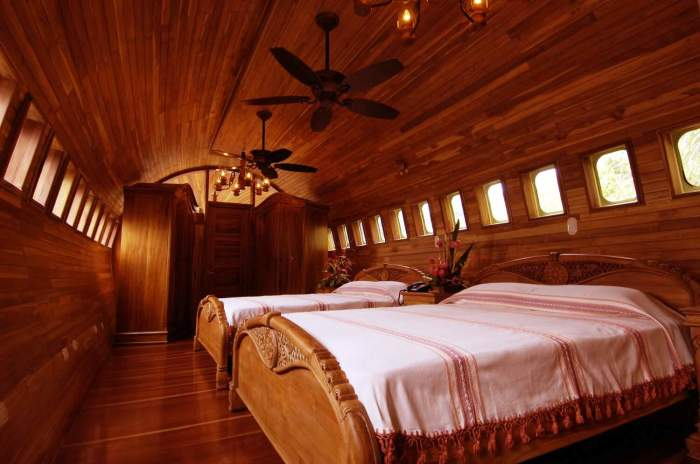 CostaRica727aircrafthotelmasterbed