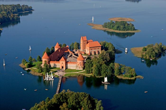 Остров на озере Гальве (Литва)
