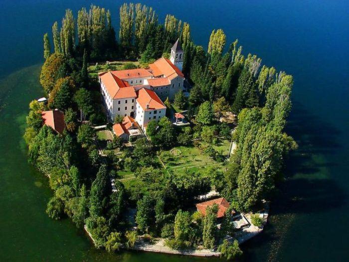 Остров-монастырь Висовац (Хорватия)
