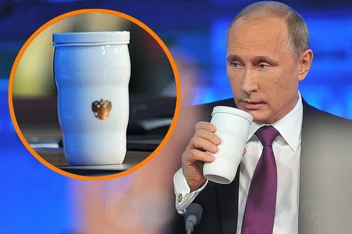 На банкете саммита G20: Из-за чего белая термокружка Владимира Путина так всех впечатлила