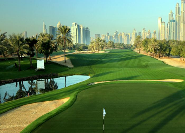Маленькая лужайка для гольфа, которых в Дубае сотни