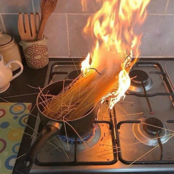 «Это мой фамильный рецепт: с одной стороны макароны варятся, а с другой - жарятся!»
