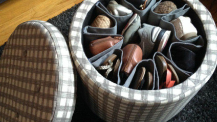 Примеры идей, куда убрать свою обувь не по сезону