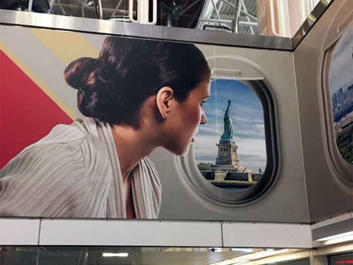 Судя по виду из окна, самолет падает в Гудзон...
