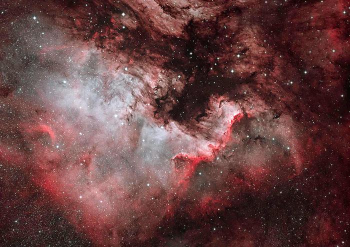 Туманность Северная Америка NGC7000— это эмиссионная туманность всозвездии Лебедь, близком кДенебу, названная так из-за своего сходства поформе сматериком Северной Америки. Фото: Dave Watson.