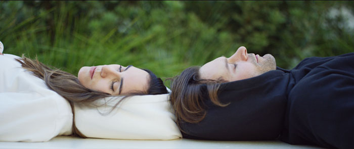 Толстовка, которая позволит вам комфортно вздремнуть практически в любом месте
