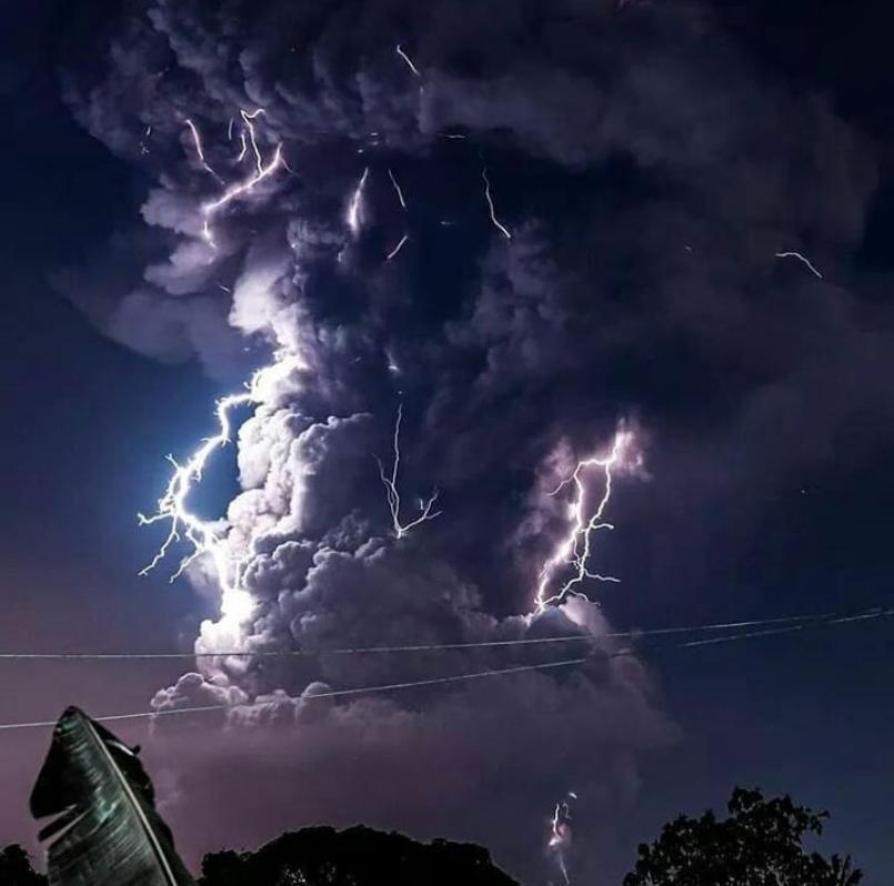 Устрашающая сила природы: извержение вулкана Тааль
