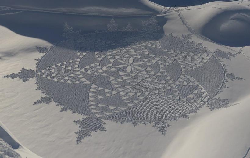 Гигантские геометрические узоры на снегу