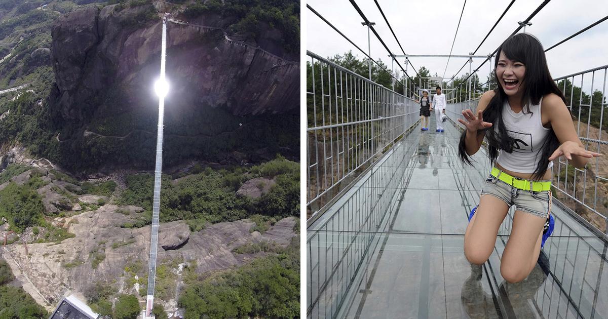 В Китае открылся прозрачный мост почти 200 метров высотой. Туристы в шоке